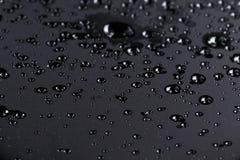 L'eau d'Abstact se laisse tomber sur la surface poniched d'acier inoxydable Image stock