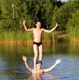 l'eau d'acrobates photos libres de droits
