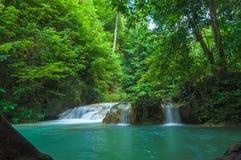 L'eau d'Emaral à la cascade d'Erawan Image stock