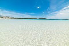 L'eau d'espace libre de Cala Brandinchi un jour ensoleillé Photo stock