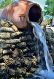 L'eau d'une cruche Images stock