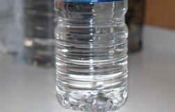 L'eau dans la bouteille image libre de droits
