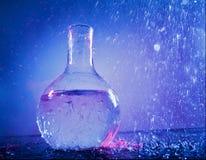 L'eau dans le flacon Photo libre de droits