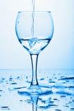 l'eau de éclaboussement pure en verre images libres de droits