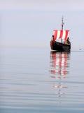 l'eau de bateau de pirate Photos libres de droits