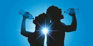 L'eau de boissons de deux personnes par la bouteille illustration libre de droits
