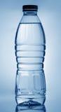 l'eau de bouteille Photographie stock libre de droits