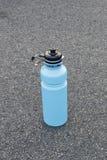 l'eau de bouteilles Image stock