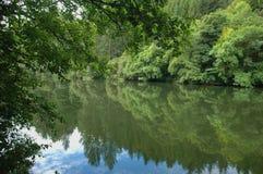L'eau de Clyde au village neuf d'héritage de Lanark, Ecosse Photo libre de droits