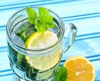 L'eau de concombre Images stock