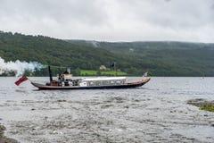 L'EAU DE CONISTON, LAC DISTRICT/ENGLAND - 21 AOÛT : Yacht de vapeur photographie stock