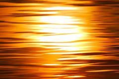 l'eau de coucher du soleil Photos libres de droits
