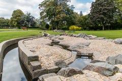 L'eau de Derbyshire de parc de Swadlincote et caractéristique de pierre Photos libres de droits