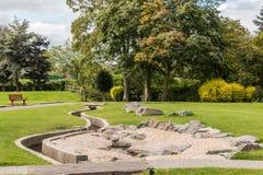 L'eau de Derbyshire de parc de Swadlincote et caractéristique de pierre Image libre de droits