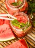 L'eau de Detox avec la pastèque et la menthe Photographie stock libre de droits