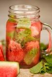 L'eau de Detox avec la pastèque et la menthe Photos stock
