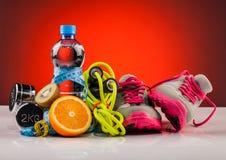 L'eau de forme physique et nourriture saine Photo libre de droits