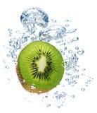 l'eau de kiwi Images stock