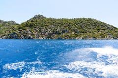 l'eau de la mer Méditerranée outre de la côte turque photographie stock libre de droits