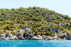 l'eau de la mer Méditerranée outre de la côte turque images libres de droits