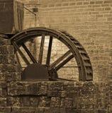 l'eau de moulin Images libres de droits