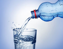 L'eau de pétillement Photos libres de droits
