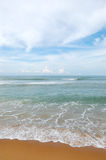 L'eau de plage et de turquoise de l'Océan Indien image libre de droits