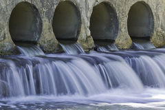 L'eau de pluie débordante Photo libre de droits