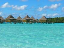 l'eau de Polynésie française de pavillons de bora Images stock