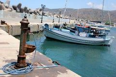 l'eau de pompe de port Photo libre de droits