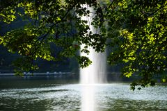 l'eau de réflexion d'automne de lac Photographie stock