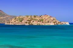 L'eau de Turquise de la baie de Mirabello sur Crète Images libres de droits