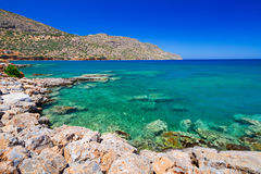 L'eau de Turquise de la baie de Mirabello sur Crète Photos libres de droits