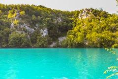 L'eau de turquoise au parc national de lacs Plitvice photos libres de droits