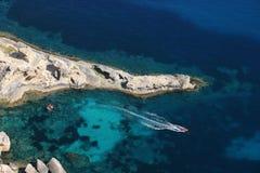 L'eau de turquoise en île d'Ibiza (plage de l'Atlantide) Photographie stock libre de droits