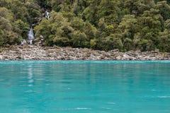 L'eau de turquoise et cascades d'hurler Billy Falls, vue horizontale image libre de droits
