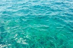 L'eau de turquoise de la mer de Mediterranian images libres de droits