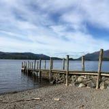L'eau derwent de lac de keswick de secteur de cumbria de jetée Image libre de droits