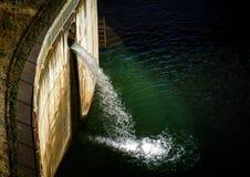 L'eau du barrage Photographie stock libre de droits