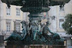 L'eau en baisse, fontaine photographie stock