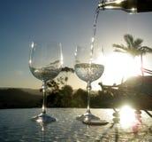 l'eau en cristal claire de coucher du soleil photos libres de droits