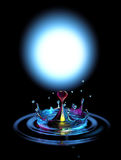 L'eau en forme de coeur en baisse relâchent dans l'eau Photos libres de droits