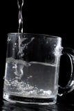 l'eau en verre Image stock
