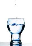 L'eau en verre Images stock