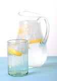 l'eau en verre de pichet Photo libre de droits