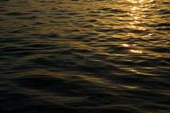 L'eau ensoleillée calme Image libre de droits