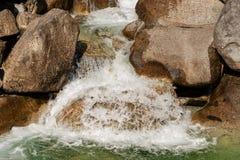 L'eau entrant dans une crique - rivière Italie de Chiese Image libre de droits