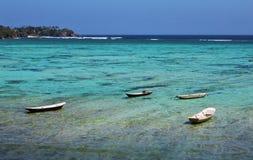 L'eau et bateaux clairs Photo stock
