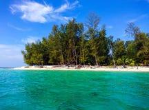 L'eau et ciel d'île de Koh Bulone dans Satun Photo libre de droits
