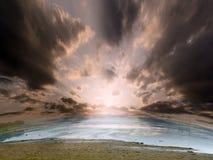 L'eau et ciel solaire Photo libre de droits